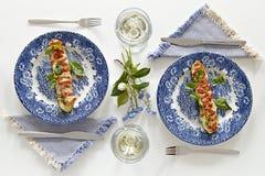 Piatti con lo zucchino al forno con i pomodori ed il formaggio Fotografia Stock