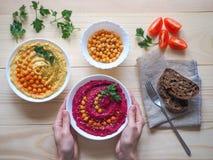 Piatti dei ceci hummus Cucina del Medio-Oriente magra immagini stock