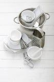 Piatti del metallo e di ceramica Immagine Stock