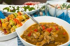 Piatti deliziosi ad una tavola Fotografia Stock