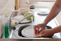 Piatti di lavaggio Fotografia Stock Libera da Diritti