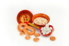 Piatti di legno con alimento Fotografia Stock