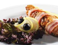Piatti di pesci caldi - involucri della pancetta affumicata e della bistecca di color salmone Immagine Stock Libera da Diritti