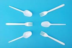 Piatti a gettare, forchetta e cucchiaio bianchi Immagine Stock Libera da Diritti