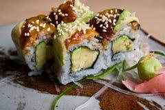 Piatti giapponesi dei sushi. Immagine Stock