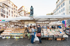 Piatti locali sul mercato su Campo de Fiori a Roma Fotografie Stock