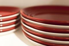 Piatti rossi e bianchi Fotografia Stock Libera da Diritti