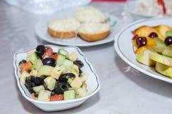 Piatti sui piatti bianchi Fotografie Stock