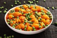 Piatto-Aloo indiano famoso Gobi del curry matar Immagini Stock Libere da Diritti