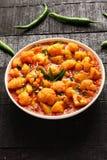 Piatto-Aloo indiano Gobi del curry Fotografia Stock Libera da Diritti