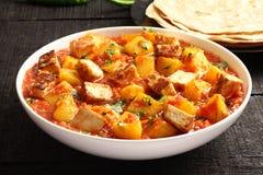 Piatto-Aloo indiano Paneer del curry, Fotografia Stock Libera da Diritti