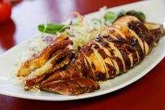 Piatto arrostito dell'aperitivo dei frutti di mare del calamaro Immagini Stock Libere da Diritti