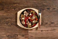 piatto caldo con carne Fotografie Stock