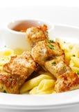 Piatto caldo della carne - porco cotto con pasta Penne Immagine Stock Libera da Diritti