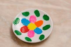 Piatto ceramico del tè dipinto casa Immagine Stock