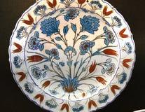 Piatto ceramico delle terraglie di arabesque di Nicea del turco Fotografie Stock Libere da Diritti