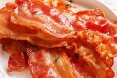 Piatto con bacon fritto immagini stock