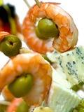 Piatto con formaggio blu, oliva e gamberetti Fotografia Stock Libera da Diritti