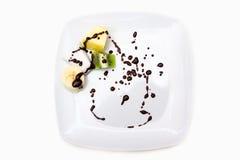 Piatto con frutta e cioccolato Fotografie Stock Libere da Diritti