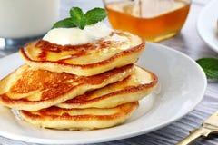 Piatto con i pancake Immagine Stock