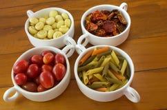 Piatto con i pomodori freschi ed asciutti della pasta, fungo Immagini Stock Libere da Diritti