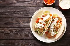Piatto con i taci e la salsa di pesce saporiti Fotografie Stock Libere da Diritti