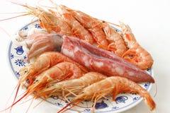 Piatto con il calamaro ed i gamberetti Fotografia Stock