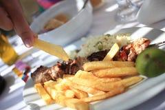 Piatto con il kebab del pollo Fotografie Stock