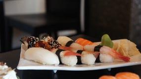 Piatto con l'insieme dei sushi Fotografia Stock