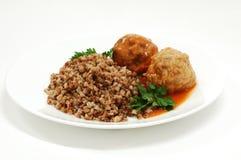 Piatto con la crocchetta ed il grano saraceno Immagine Stock