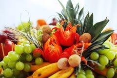 Piatto con la frutta e le verdure Fotografia Stock Libera da Diritti