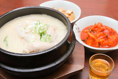 Piatto coreano - Samgyetang (minestra di pollo del ginseng) - serie 2 Fotografie Stock Libere da Diritti