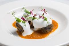 Piatto d'annata con i ravioli casalinghi neri salati Immagini Stock Libere da Diritti