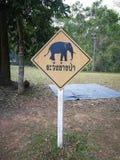 piatto d'avvertimento e lingua della Tailandia nella media della foto & in x22; elefanti d'avvertimento fotografia stock