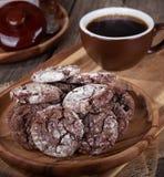 Piatto dei biscotti del fondente di cioccolato immagini stock