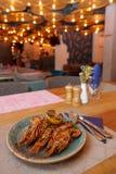 Piatto dei frutti di mare sulla tavola del ristorante fotografie stock libere da diritti