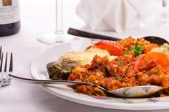Piatto del campionatore dell'aperitivo con il turco Ezme, hummus, Babaganoush a Immagini Stock Libere da Diritti