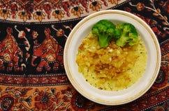 Piatto del cuscus con i broccoli Immagine Stock