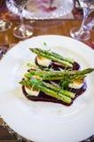 Piatto del formaggio e dell'asparago di capra Fotografie Stock