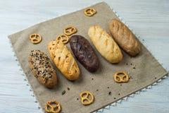 Piatto del pane con differenti tipi di pani Fotografia Stock Libera da Diritti