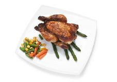 Piatto del pollo fritto con le verdure fotografie stock libere da diritti