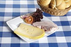 Piatto del prosciutto e del formaggio freddi Fotografie Stock Libere da Diritti