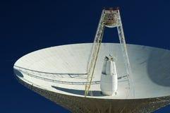 Piatto dell'antenna radiofonica. Primo piano. Immagini Stock