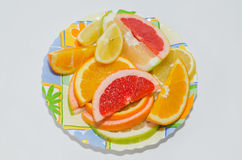 Piatto dell'arancia affettata, del limone, del pompelmo rosa e della dolcezza Immagine Stock Libera da Diritti