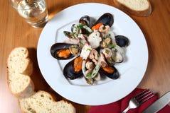 Piatto dell'insalata dei frutti di mare Fotografia Stock Libera da Diritti
