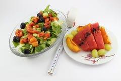 Piatto della frutta e dell'insalata Immagine Stock