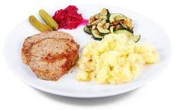 Piatto della pagnotta di recente cotta della carne con le patate fotografia stock libera da diritti