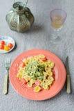 Piatto della pasta con verde fotografia stock libera da diritti