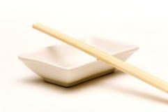Piatto della salsa di soia, bacchette 3 Fotografia Stock