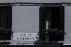 Piatto della via a Venezia, Italia fotografie stock